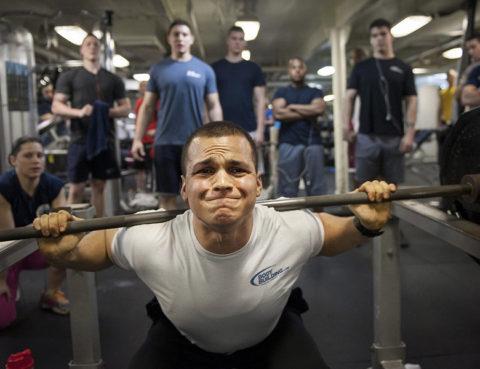 Dizanje utega, fitness, kako trenirati, plivanje, početnik u teretani, teretana, trčanje, trening, vožnja biciklom