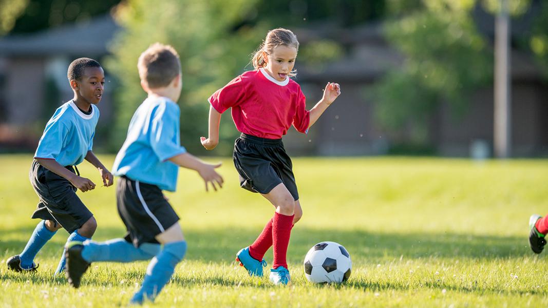 nogomet-za-dijecu-djeca-nogometaši-dečki-curice-sport-moda-trening
