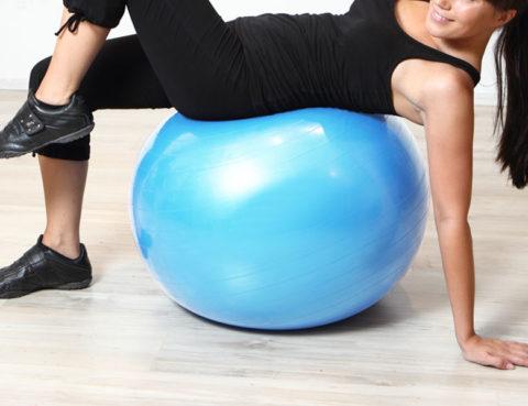 pilates-lopta-lopte-vježbanje-trening-vježbe-sport-moda-mišićne-skupine